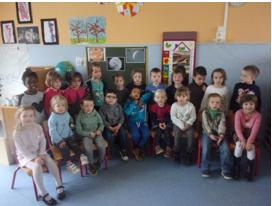Accueil des élèves de la maternelle de l'école des Grands Prés dans les labos de sciences du lycée