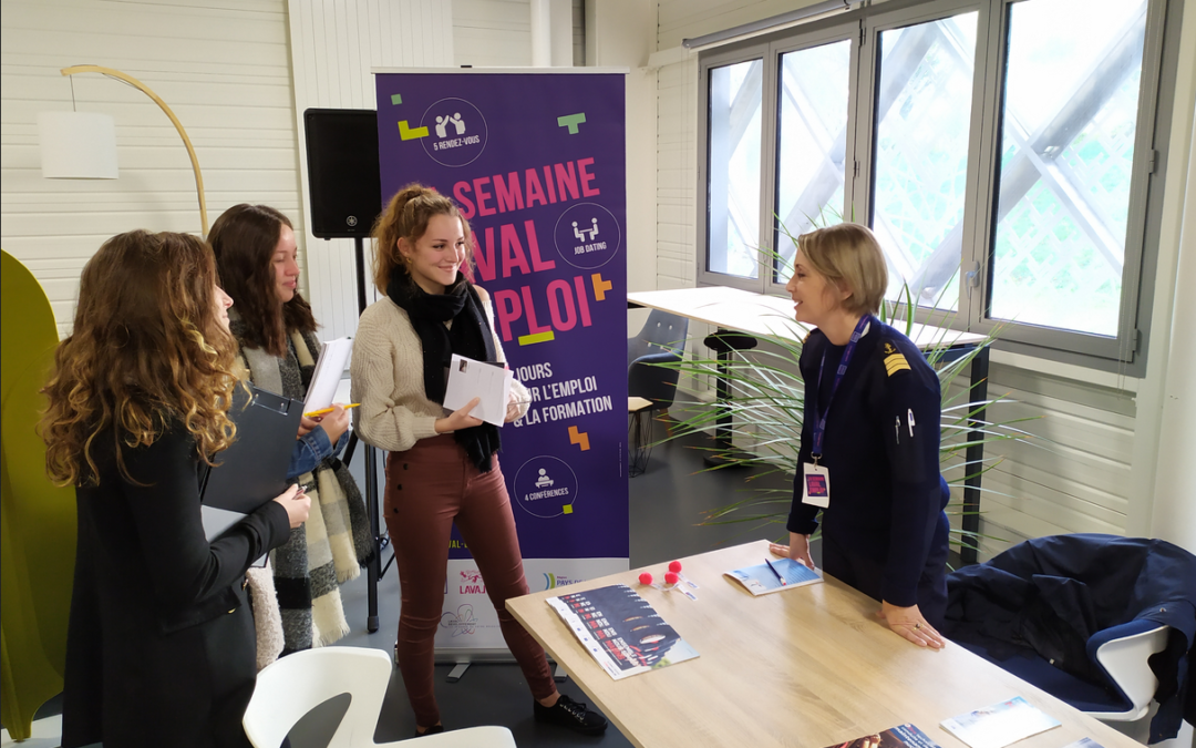 Les filles de Première et Terminale Scientifique au Laval Virtual Center