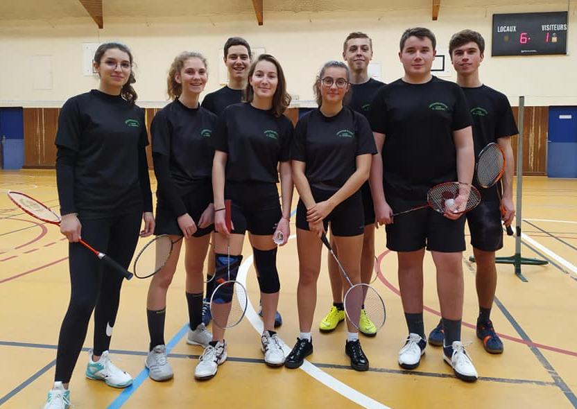 Le lycée conserve son titre de champion départemental en badminton!!!